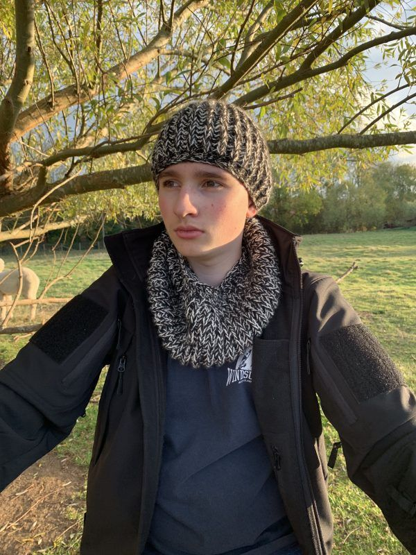 MacWilliam Hat & Scarf Set